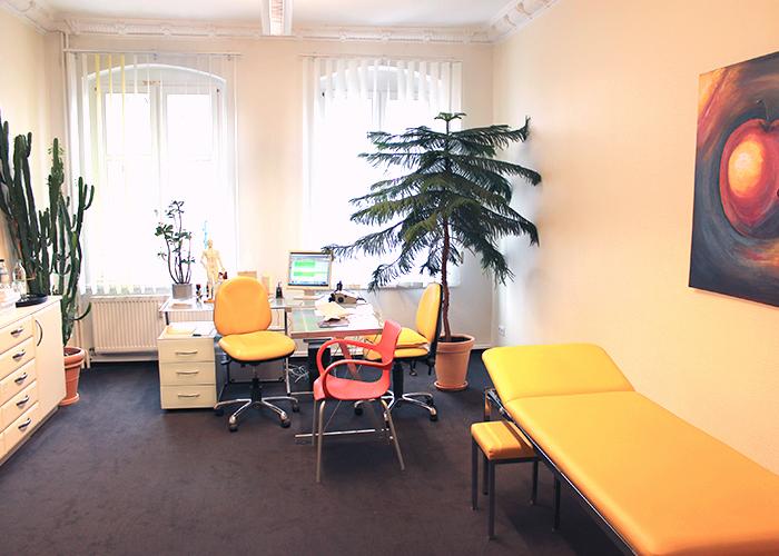 Behandlungszimmer der Orthopädiepraxis am S-Bahnhof Baumschulenweg
