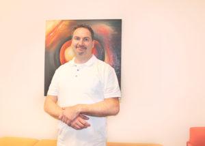Dr. med. Jörg Dieter-Schlosser in seiner Orthopädiepraxis in Treptow